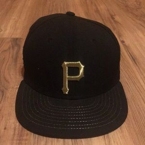 Black and gold Pittsburgh Pirates hat